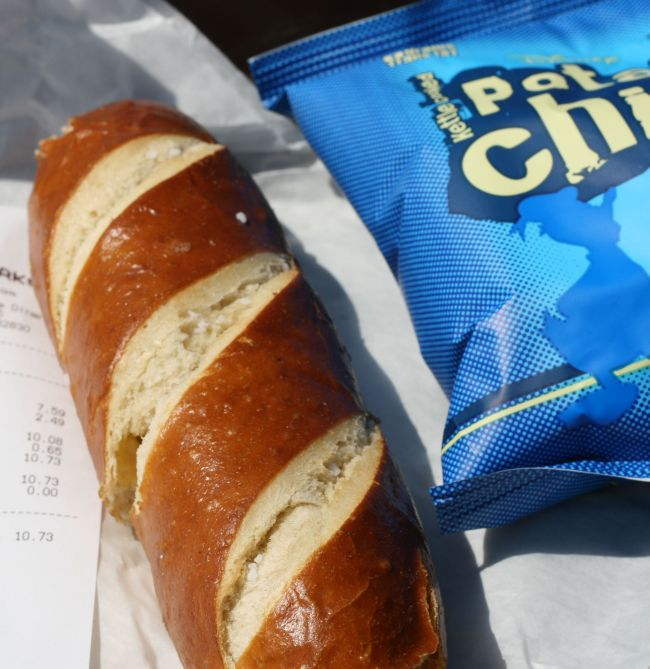 Min Bill's Frankfurter Pretzel Roll Review