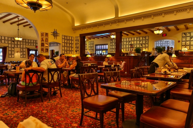 busy restaurant scene. Characterpalooza Moves Again, Mama Melrose Lunch, FASTPASS- (GET IT?) Brown Derby Lunch \u2013 EasyWDW Busy Restaurant Scene O